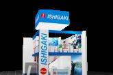 pc generiertes Schema des Ishigashi Modells mit zwei Stockwerken inklusive der Logos und Mobiliar. Im Erdgeschoß steht ein Herr und im Obergeschoß sitzen ein Mann und eine Frau die eine Unterhaltung führen